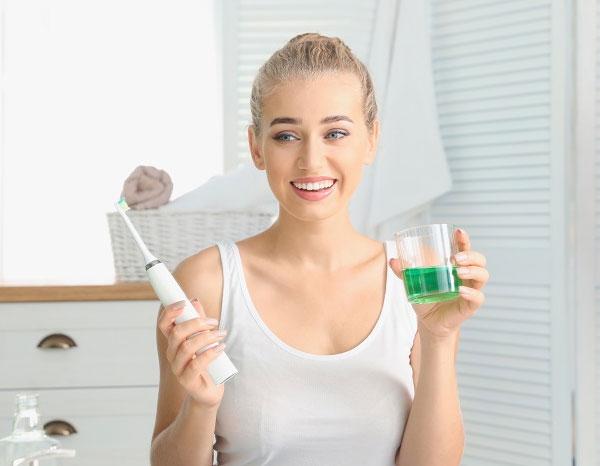 Hướng dẫn sử dụng nước súc miệng đúng cách từ chuyên gia nha khoa