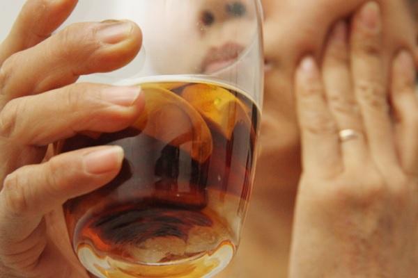 Hết đau răng trong 10 phút chỉ với hạt cau ngâm rượu chữa đau răng